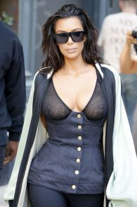 kim-kardashian-see-through-bra-in-new-york-09