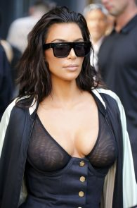 kim-kardashian-see-through-bra-in-new-york-13