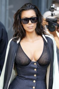 kim-kardashian-see-through-bra-in-new-york-17