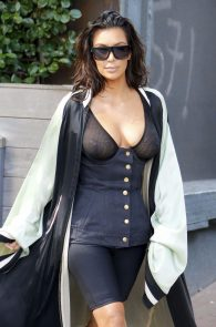 kim-kardashian-see-through-bra-in-new-york-21