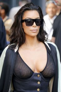 kim-kardashian-see-through-bra-in-new-york-23