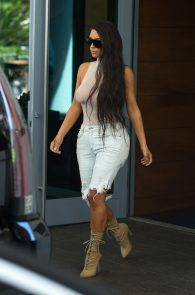 kim-kardashian-see-thru-to-nipples-in-miami-08