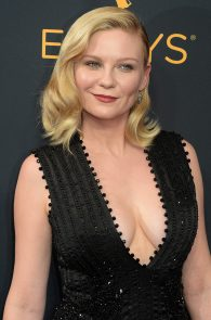 kirsten-dunst-cleavage-at-68th-annual-primetime-emmy-awards-01