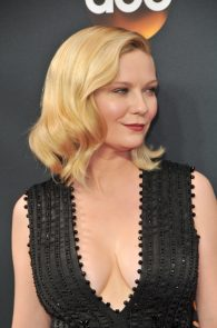 kirsten-dunst-cleavage-at-68th-annual-primetime-emmy-awards-02