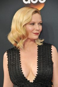 kirsten-dunst-cleavage-at-68th-annual-primetime-emmy-awards-03