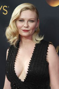 kirsten-dunst-cleavage-at-68th-annual-primetime-emmy-awards-06