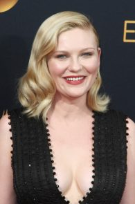 kirsten-dunst-cleavage-at-68th-annual-primetime-emmy-awards-07