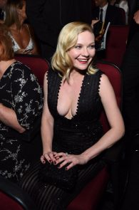 kirsten-dunst-cleavage-at-68th-annual-primetime-emmy-awards-09