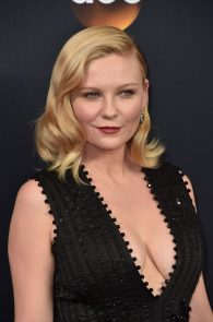 kirsten-dunst-cleavage-at-68th-annual-primetime-emmy-awards-10