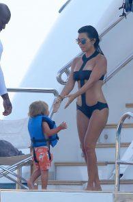 kourtney-kardashian-swimsuit-on-a-yacht-in-france-01