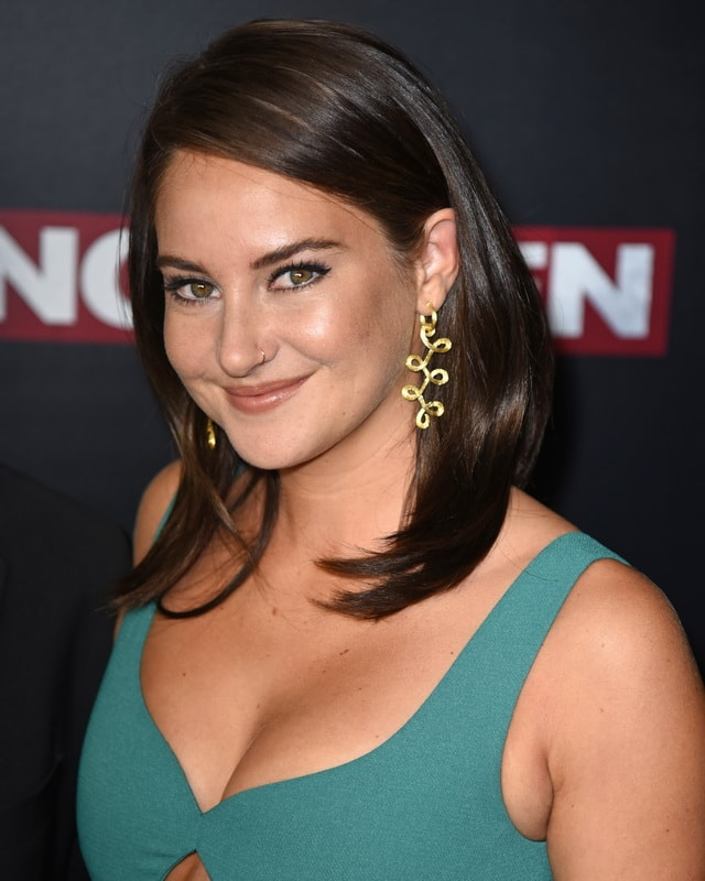 shailene-woodley-cleavage-at-snowden-premiere-in-nyc-01