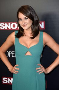 shailene-woodley-cleavage-at-snowden-premiere-in-nyc-03