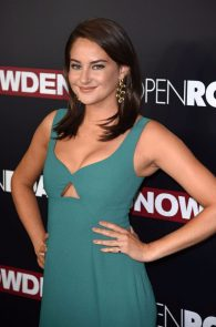 shailene-woodley-cleavage-at-snowden-premiere-in-nyc-04