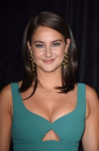 shailene-woodley-cleavage-at-snowden-premiere-in-nyc-05