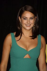 shailene-woodley-cleavage-at-snowden-premiere-in-nyc-06