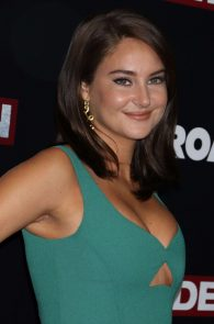 shailene-woodley-cleavage-at-snowden-premiere-in-nyc-07