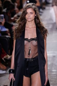 taylor-marie-hill-see-through-to-boobs-at-the-new-york-fashion-week-03