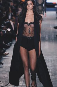 taylor-marie-hill-see-through-to-boobs-at-the-new-york-fashion-week-05