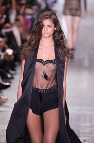 taylor-marie-hill-see-through-to-boobs-at-the-new-york-fashion-week-06