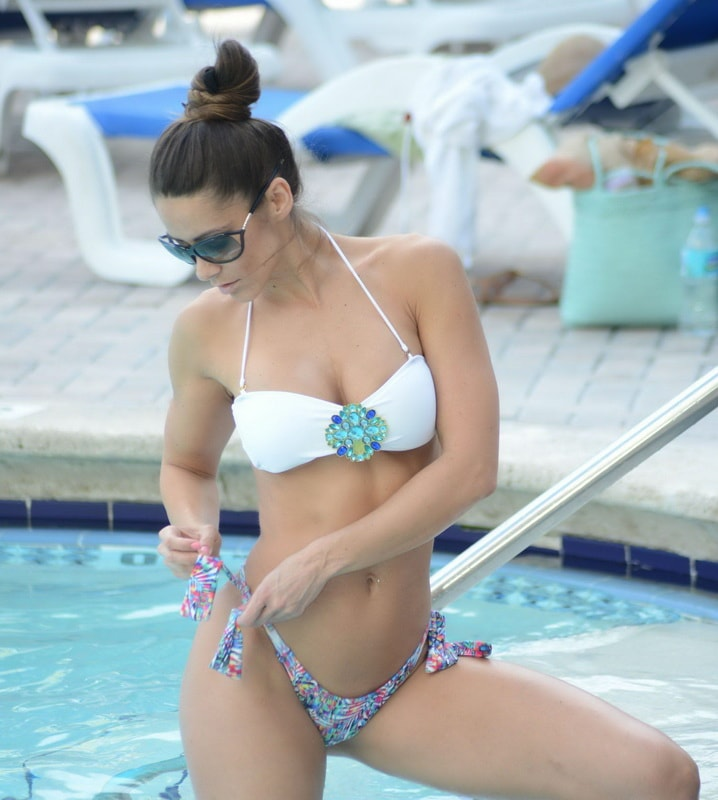 anais-zanotti-wearing-a-bikini-poolside-in-miami-01