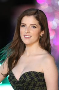 anna-kendrick-cleavage-at-trolls-premiere-in-london-02