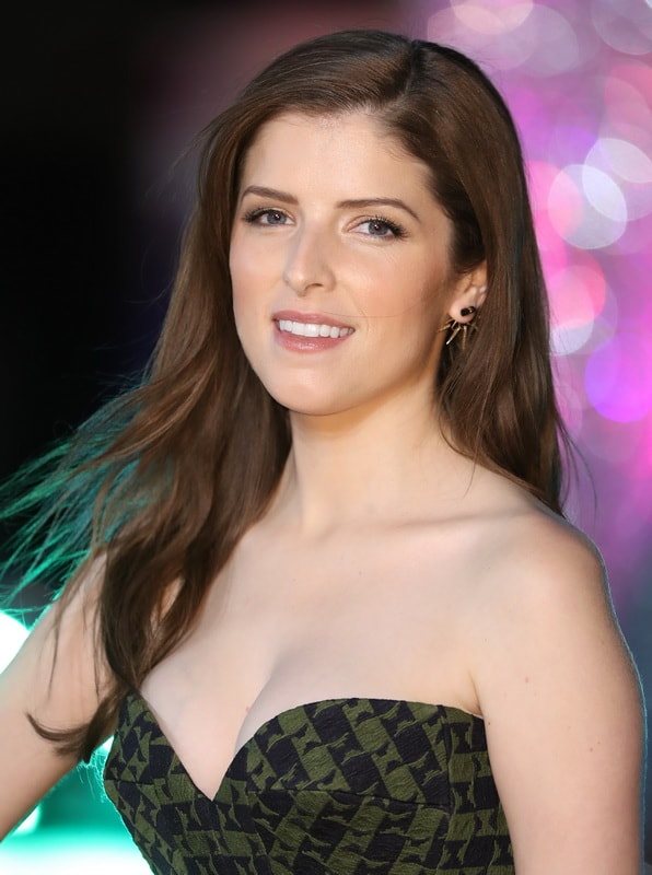 anna-kendrick-cleavage-at-trolls-premiere-in-london-03