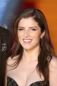 anna-kendrick-cleavage-at-trolls-premiere-in-london-04