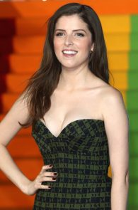 anna-kendrick-cleavage-at-trolls-premiere-in-london-09