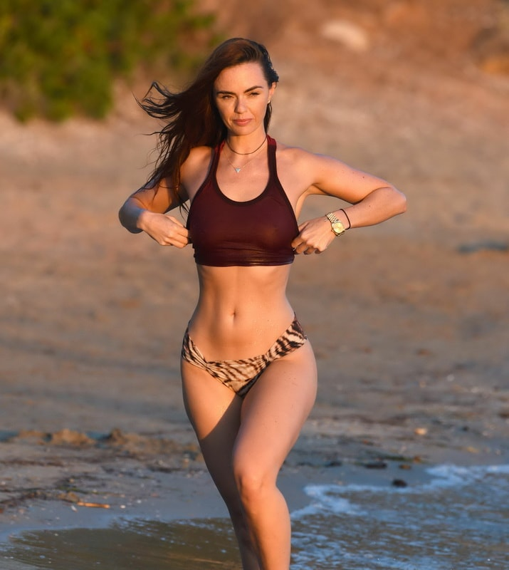 jennifer-metcalfe-see-thru-bikini-top-in-ibiza-01
