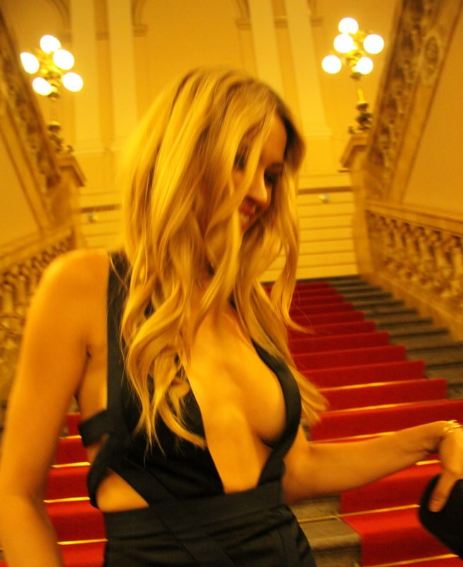 petra-nemcova-cleavage-at-a-charity-gala-dinner-in-prague-01