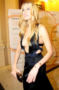petra-nemcova-cleavage-at-a-charity-gala-dinner-in-prague-02