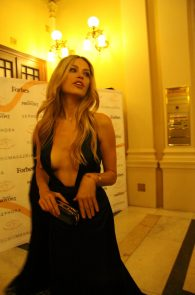 petra-nemcova-cleavage-at-a-charity-gala-dinner-in-prague-03