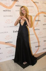 petra-nemcova-cleavage-at-a-charity-gala-dinner-in-prague-04