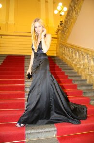 petra-nemcova-cleavage-at-a-charity-gala-dinner-in-prague-05