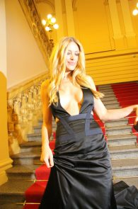 petra-nemcova-cleavage-at-a-charity-gala-dinner-in-prague-09