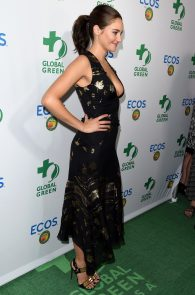 shailene-woodley-deep-cleavage-at-global-green-20th-anniversary-awards-11
