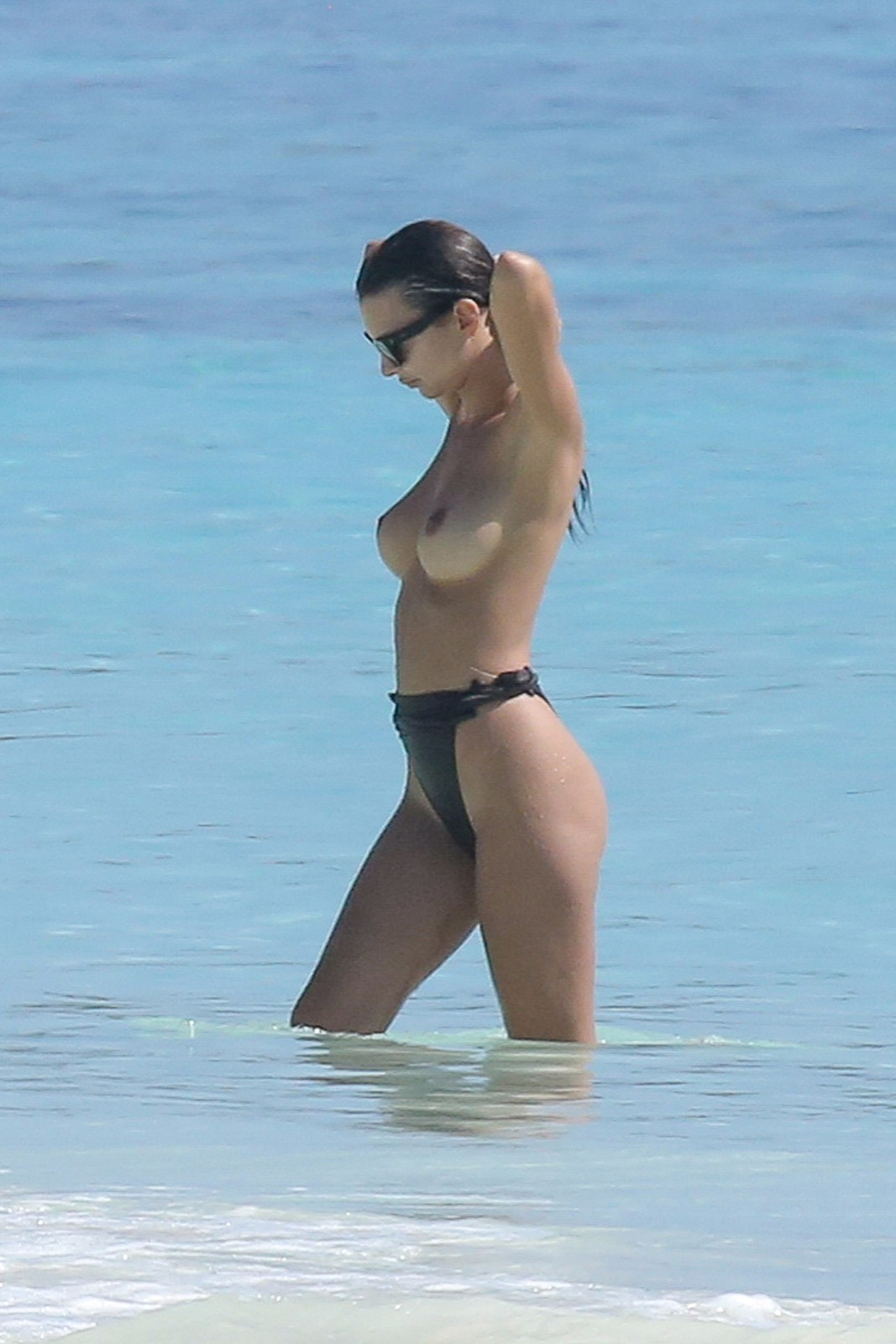 emily ratajkowski topless in mexico