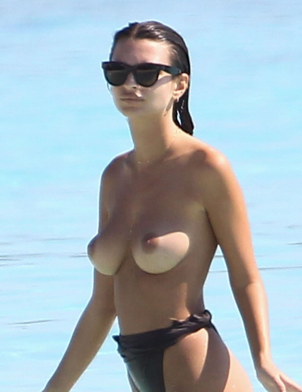 emily-ratajkowski-topless-on-the-beach-in-cancun-mexico-31