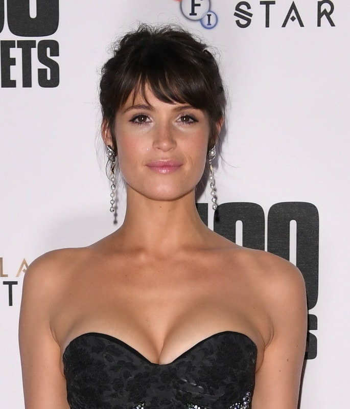 gemma-arterton-cleavage-at-100-streets-premiere-in-london-01