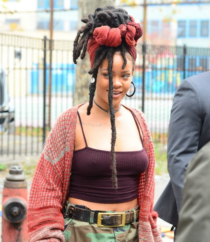 rihanna-pokies-nipple-ring-on-the-set-ocean-s-eight-in-ny-01