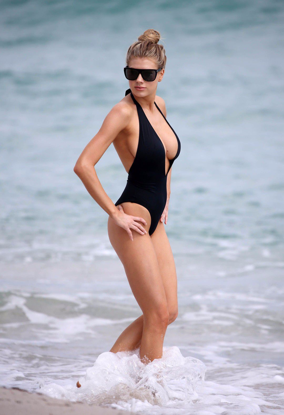charlotte-mckinney-nipple-slip-at-the-beach-in-miami-09