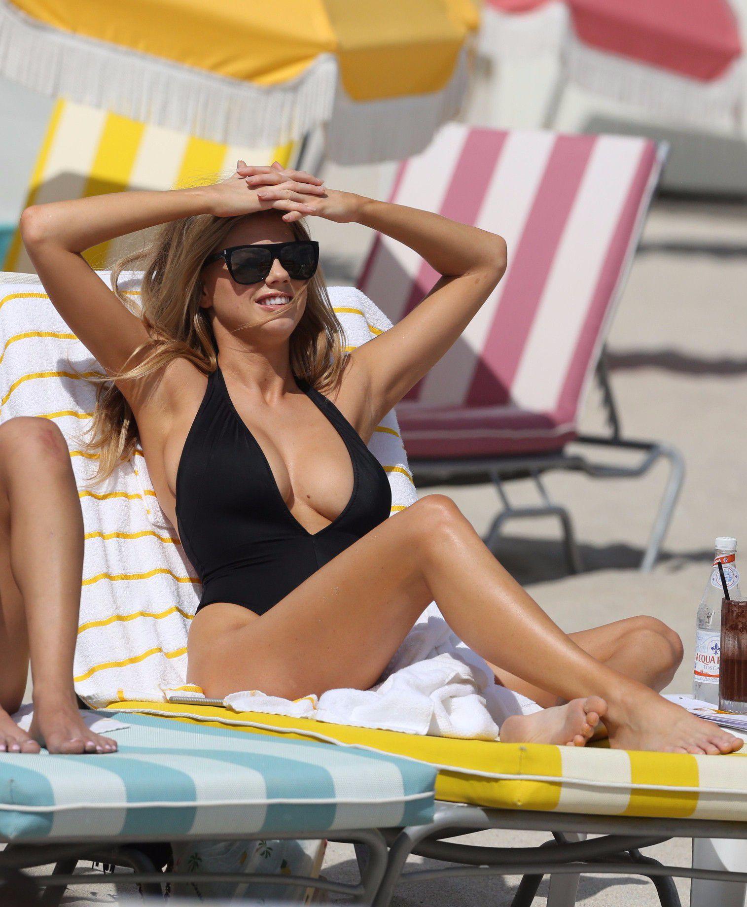 charlotte-mckinney-nipple-slip-at-the-beach-in-miami-11
