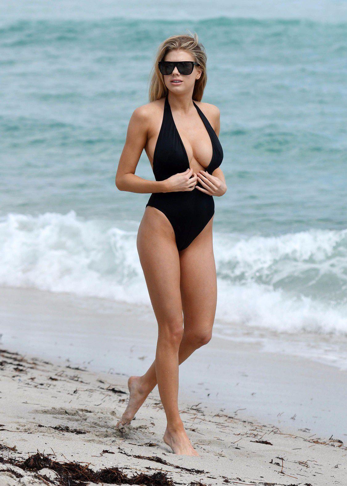 charlotte-mckinney-nipple-slip-at-the-beach-in-miami-17
