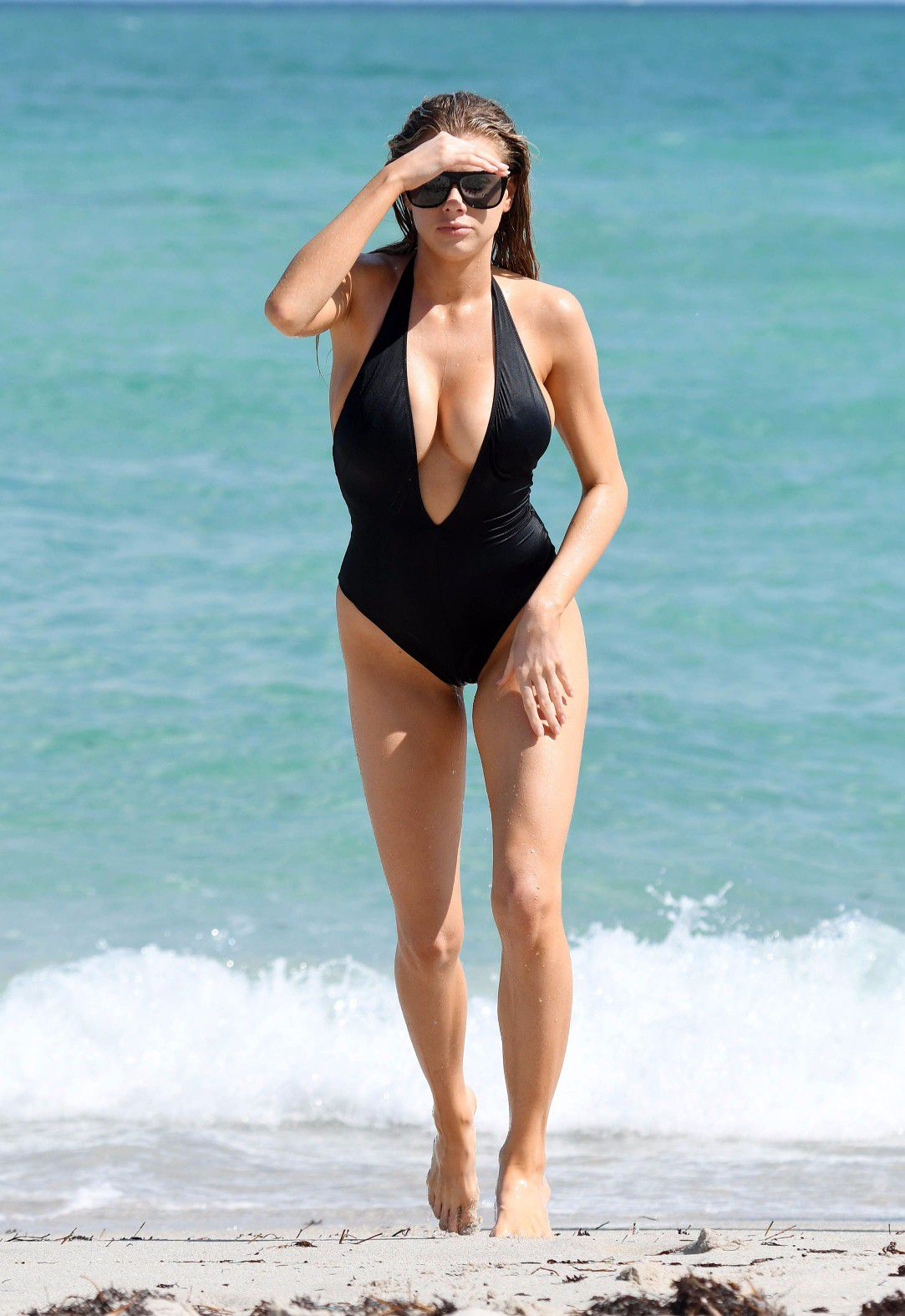 charlotte-mckinney-nipple-slip-at-the-beach-in-miami-19