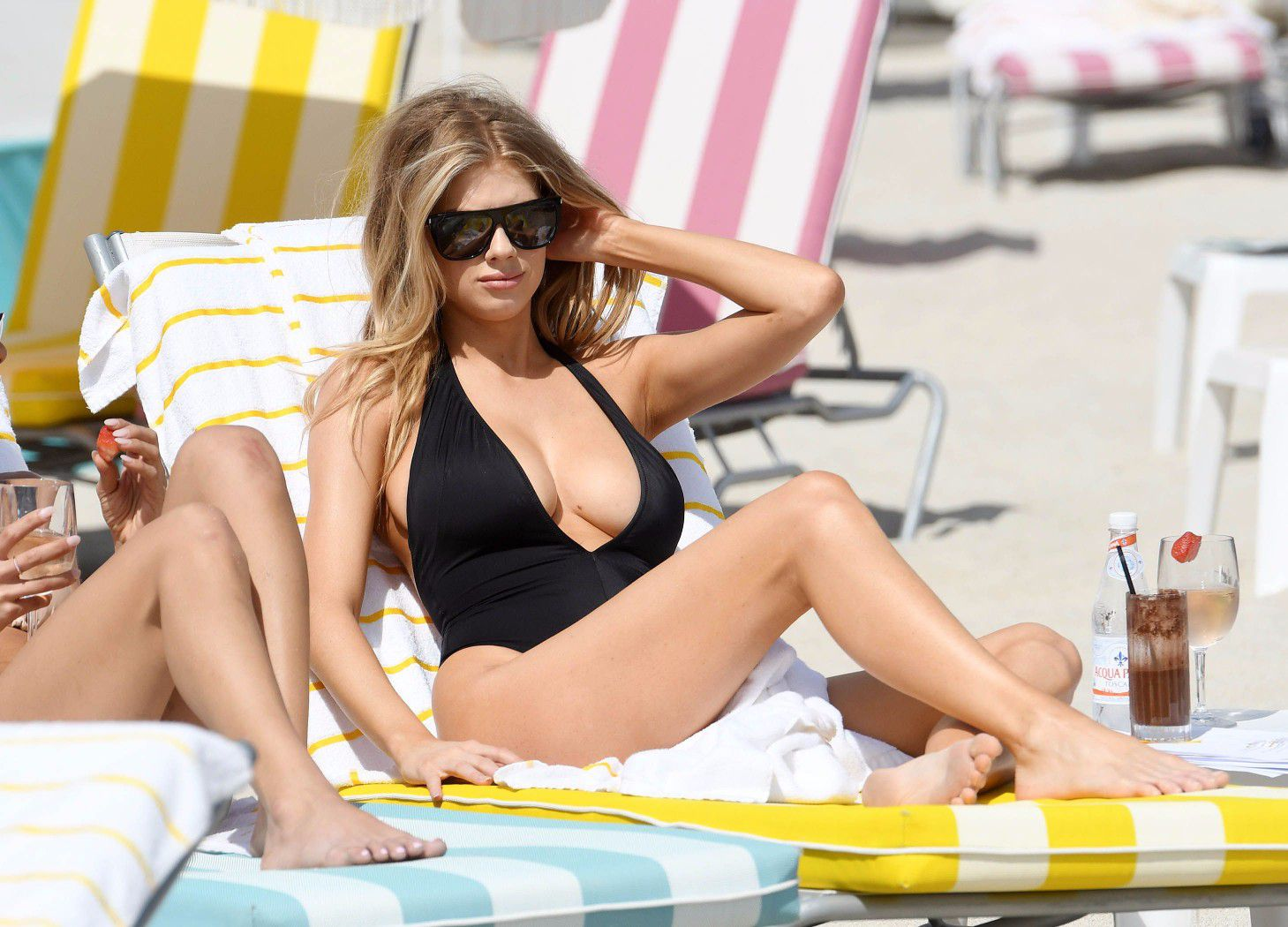 charlotte-mckinney-nipple-slip-at-the-beach-in-miami-38