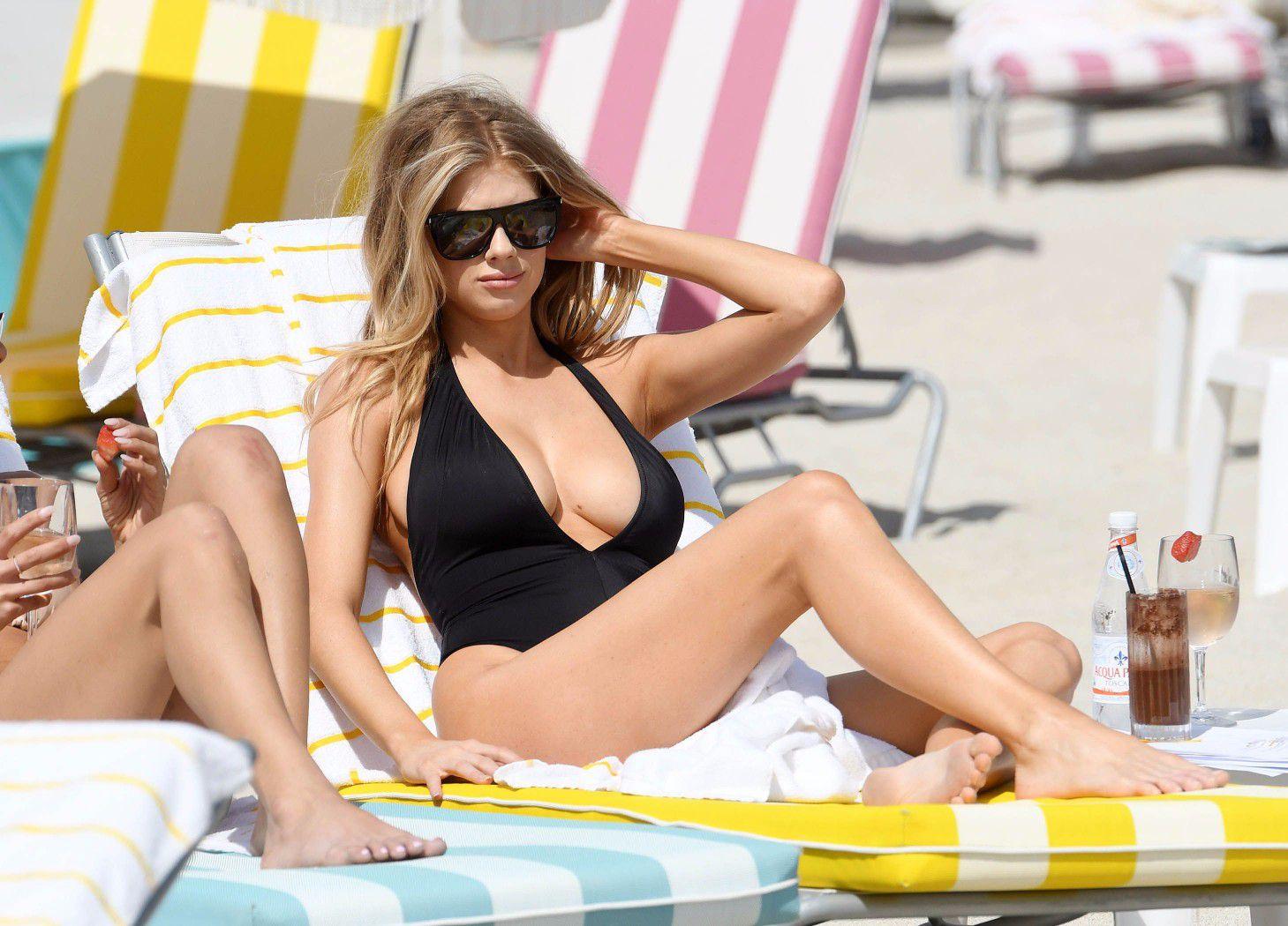 charlotte-mckinney-nipple-slip-at-the-beach-in-miami-38