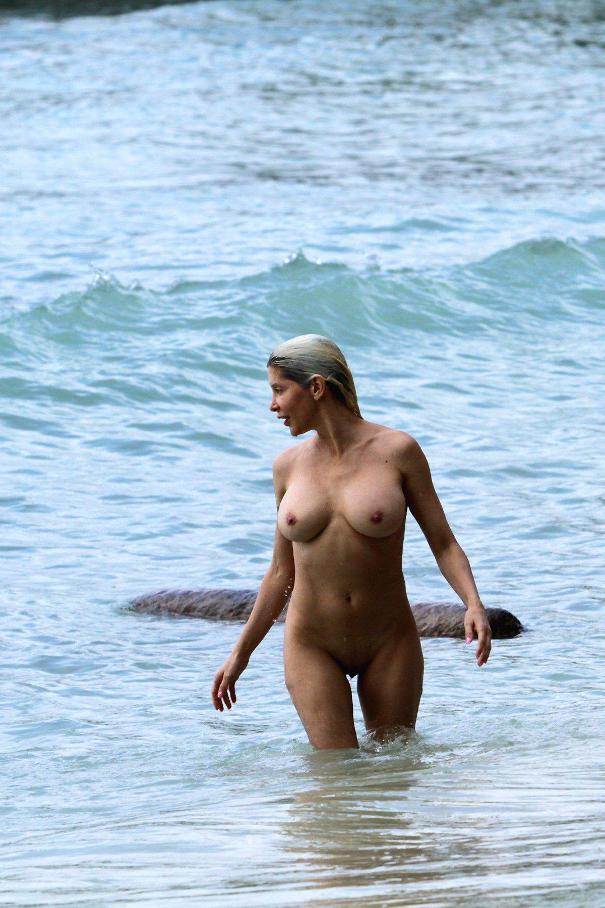 Angelique Morgan Porn Pics angelique-morgan-naked-on-the-beach-in-hawaii-24 | celebrity