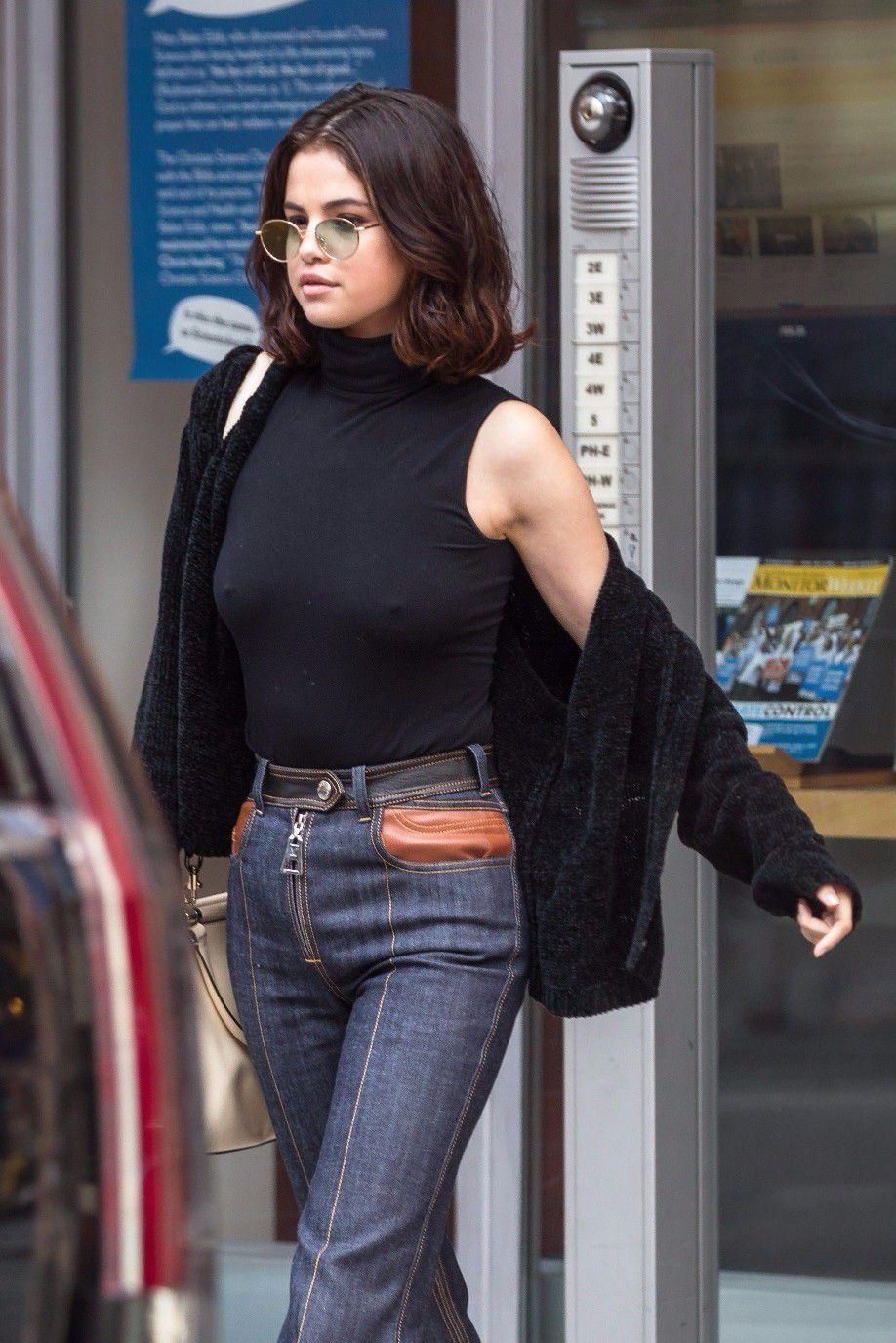 selena-gomez-braless-pokies-hard-nipples-in-new-york-6956