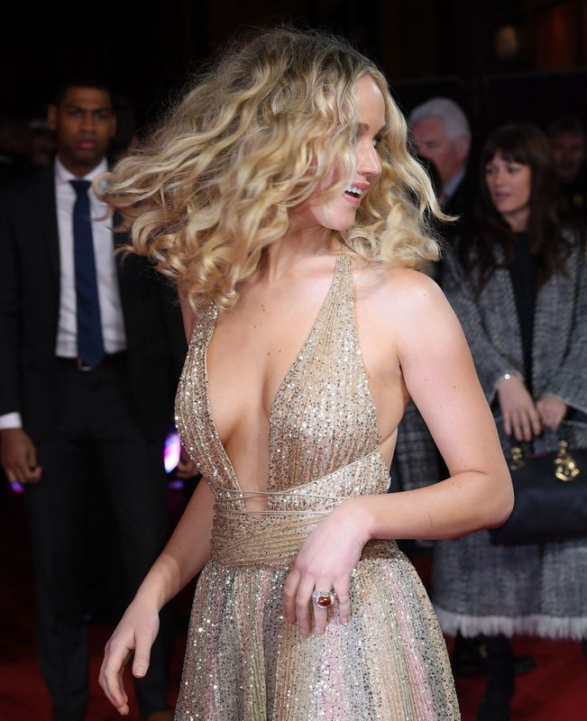 jennifer-lawrence-cleavage-at-red-sparrow-premiere-in-london-01