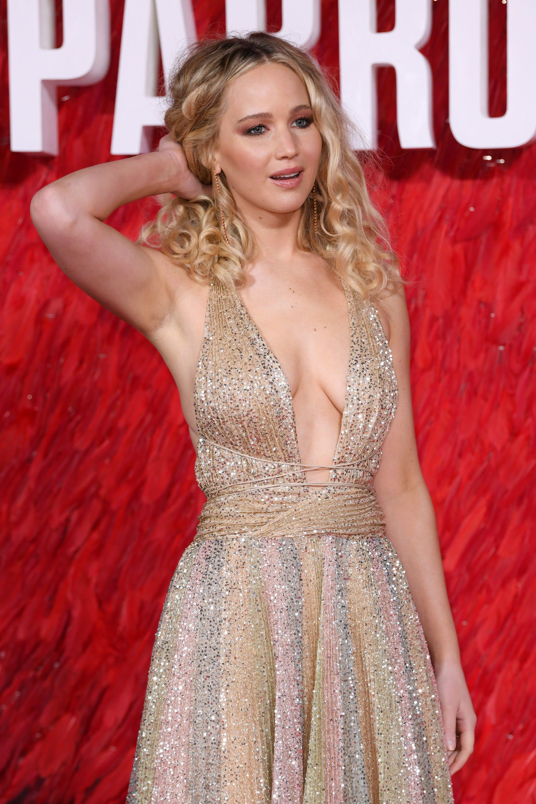 jennifer-lawrence-cleavage-at-red-sparrow-premiere-in-london-2074